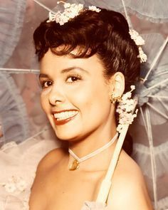 LENA HORNE 88c656ea0037ce9655fda360a528918d--classic-beauty-classic-hollywood.jpg